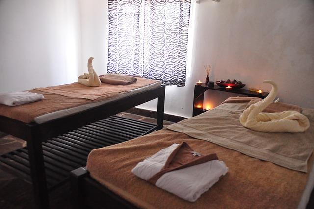 masážní stoly, ručníky, labutě