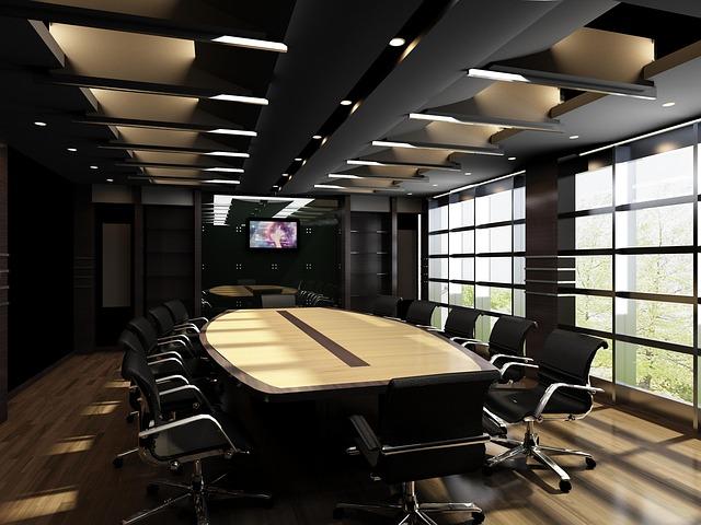 kanceláž, stoly, židle