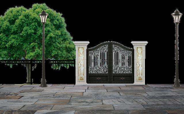 strom, lampy, kovaná brána