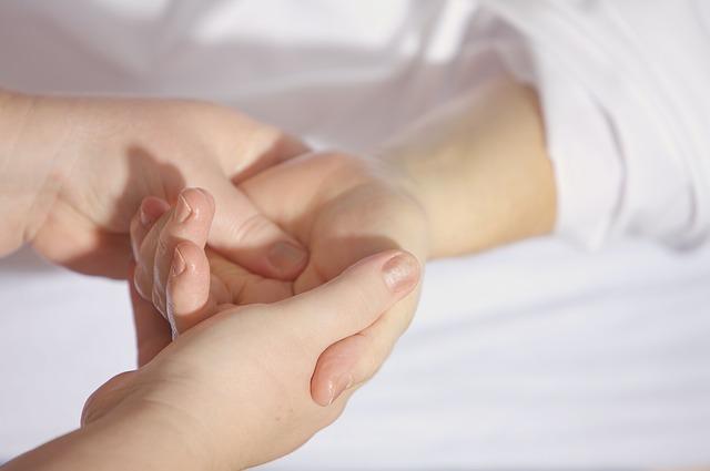 dlaně, masáž rukou