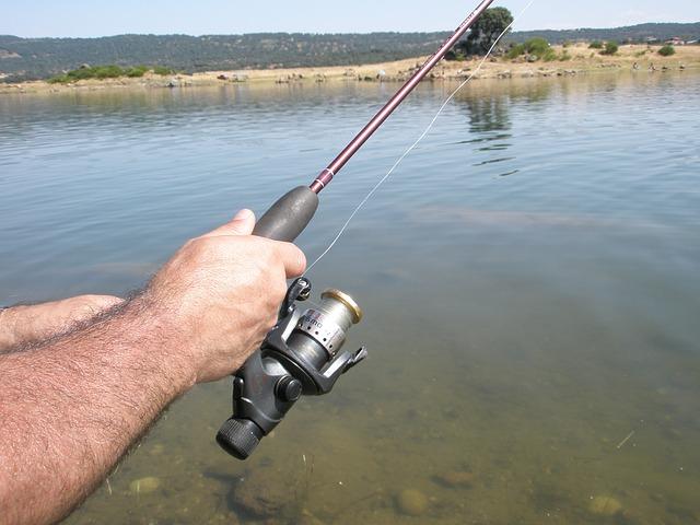 voda, ruce, rybářský prut