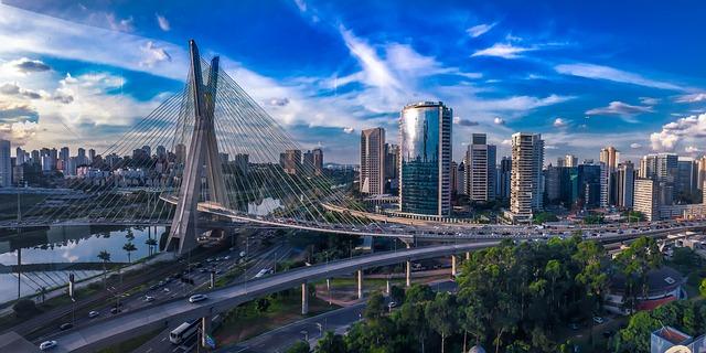 velkoměsto, most, modrá obloha