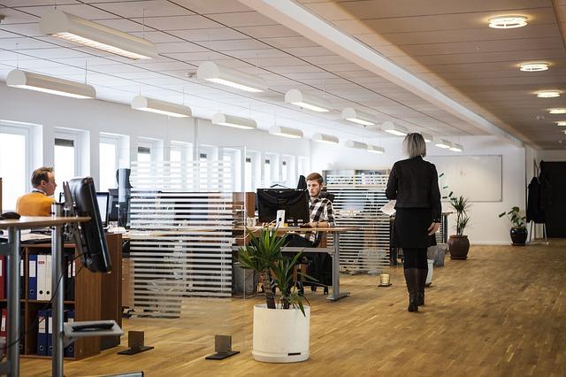 kanceláře, openspace, lidé