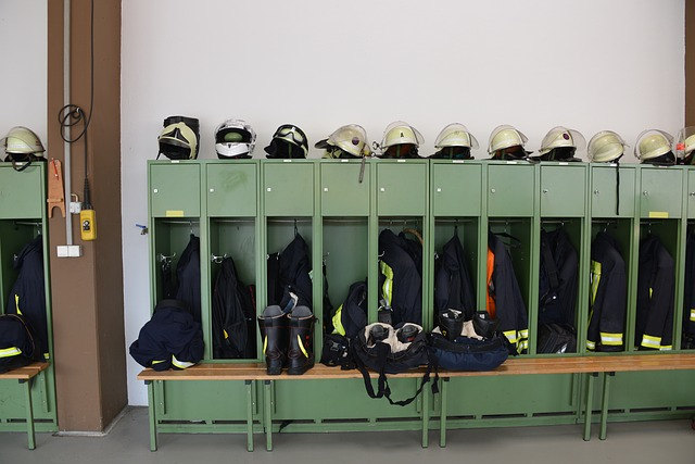 hasiči, plechové skříňky