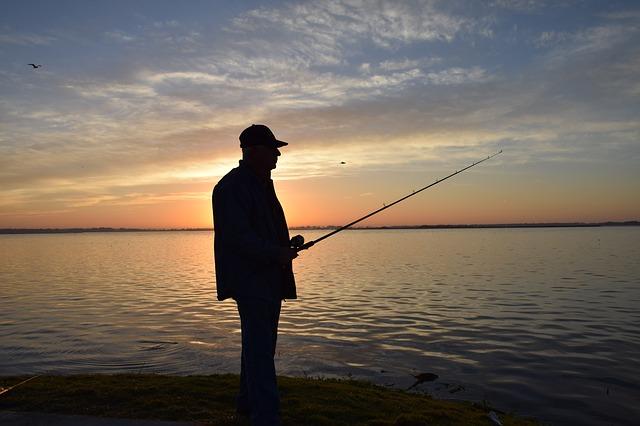 rybář u řeky