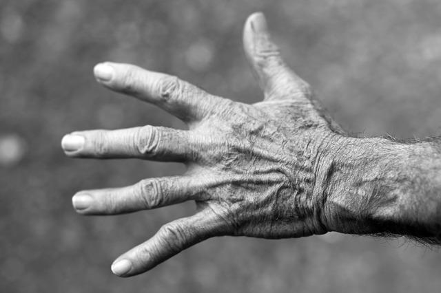vrásčitá ruka