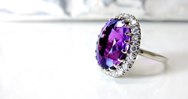 fialový prsten