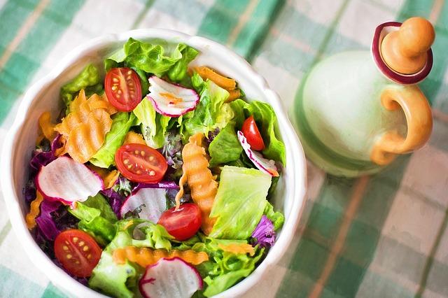 salát z čerstvé zeleniny.jpg
