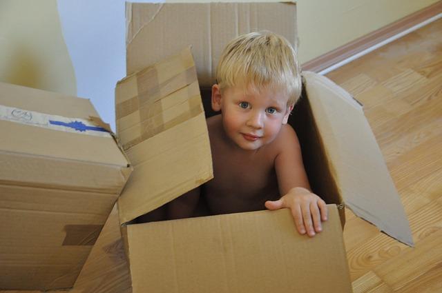 krabice s klukem.jpg