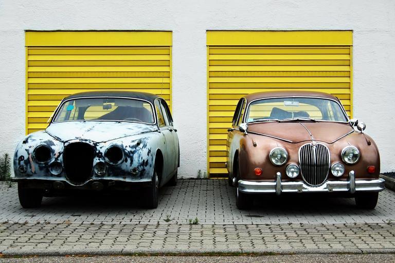 žlutá garážová vrata