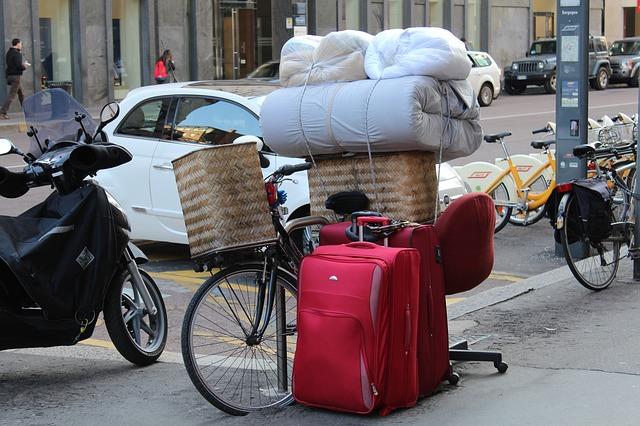červené kufry