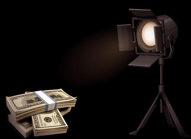 peníze na scéně