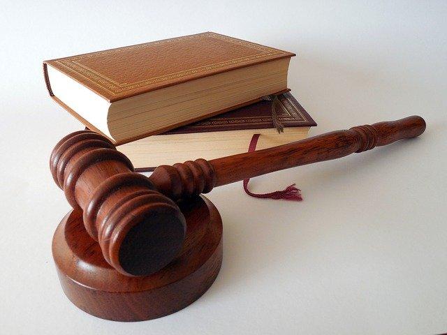 soudní kladívko.jpg