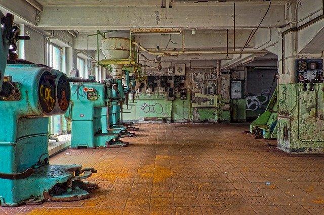 opuštěné obráběcí stroje