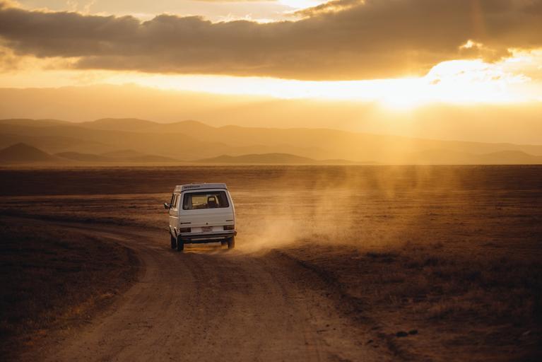 dodávka v pustině