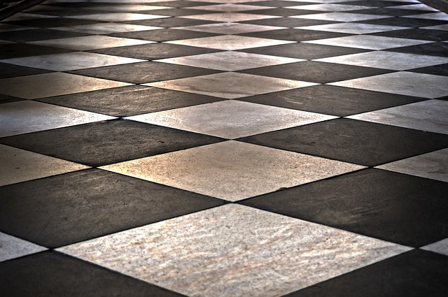 podlaha ve stylu mozaiky