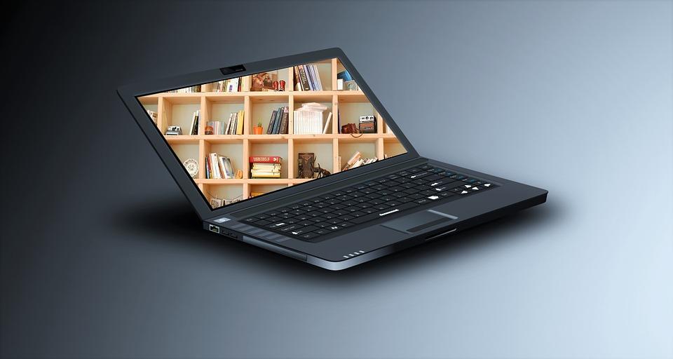 notebook zapnutý